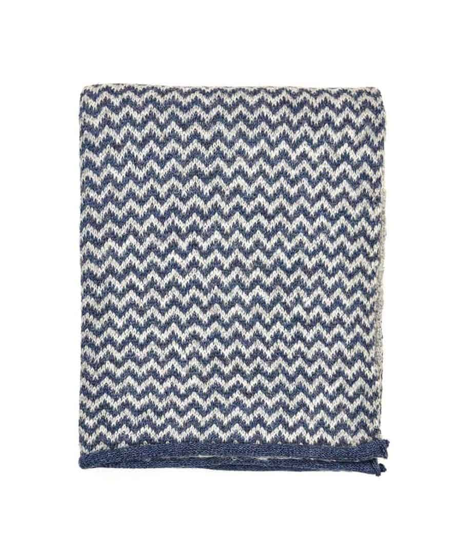so cosy scarf chevron pattern in navy and light grey colour
