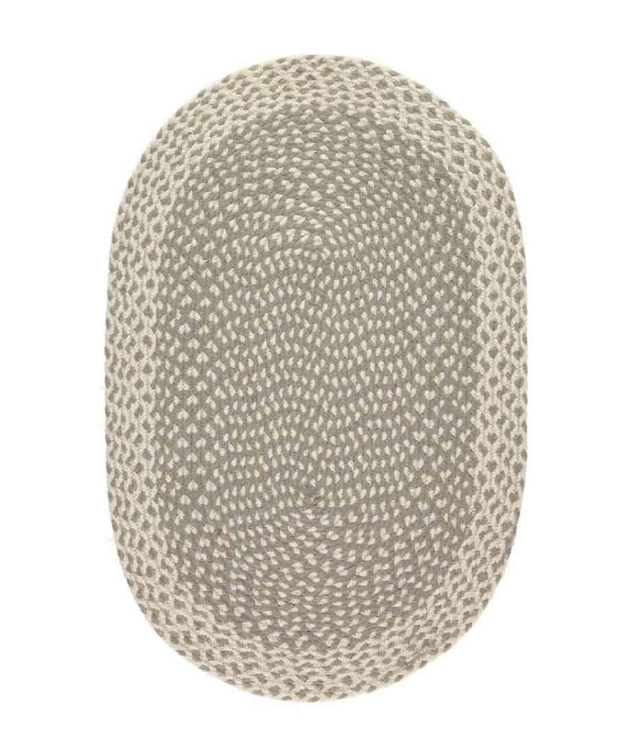 Ovaler Teppich in einem weichen Grauton