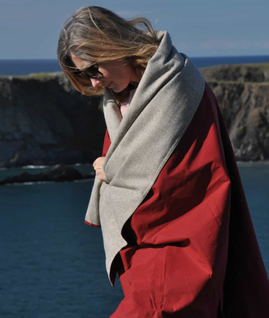 reversible-durable-natural-products-so-cosy-picnic-blankets-ruby-red-colour