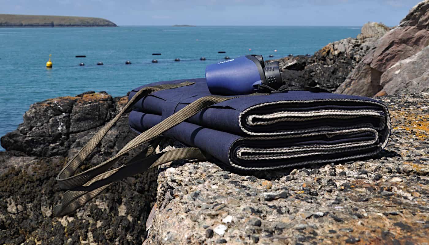 violet-navy-picnic-blanket-lifestyle