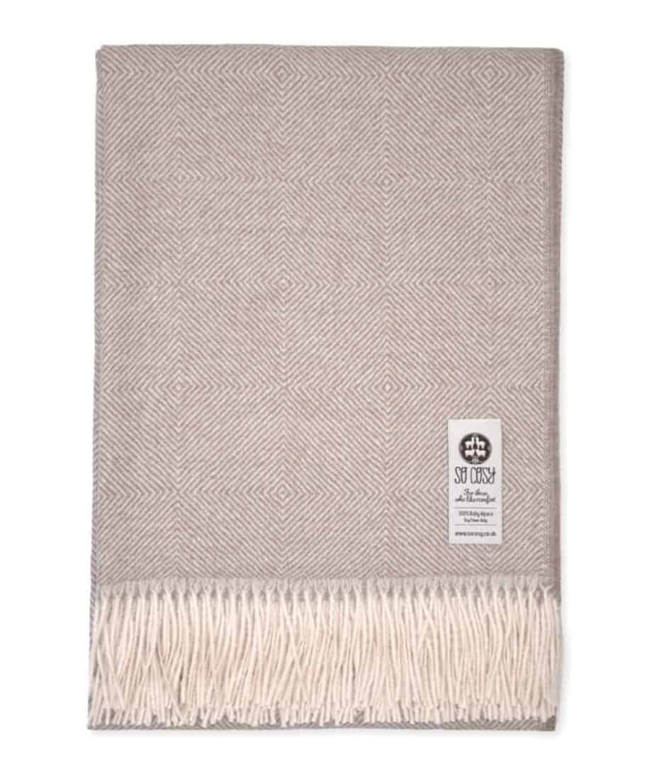 diamonds pattern cosy throw in cafe au lait white