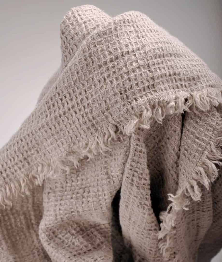linen-natural-colour-waffle-cosy-throw