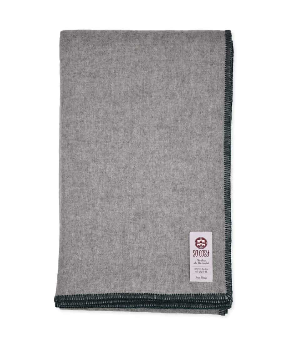 della-large-throw-with-blanket-stitch-green